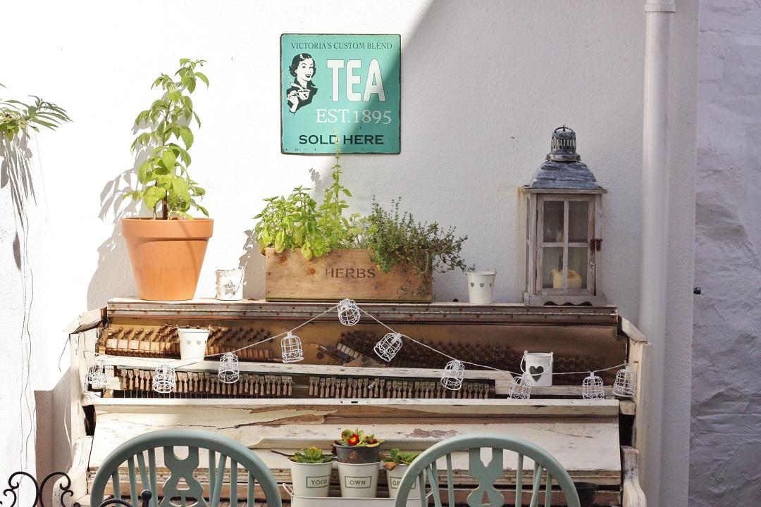 cornish-blogger-meet-up-afternoon-tea-at-bone-china-15