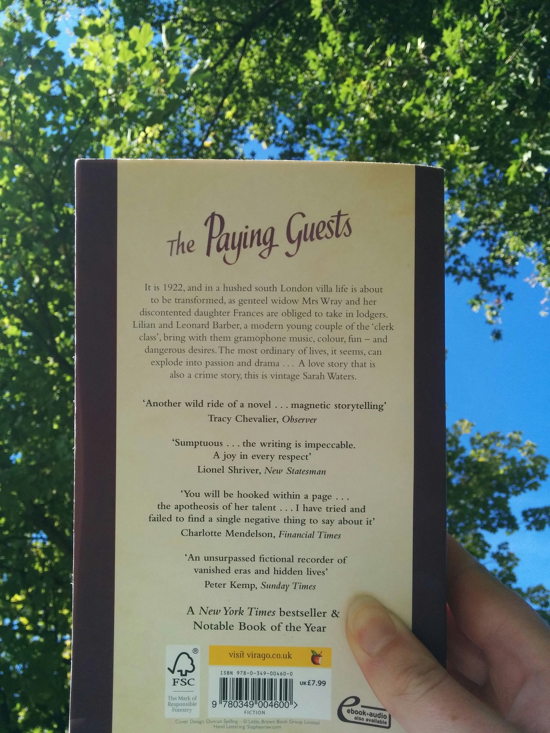 book-review-the-paying-guests-2