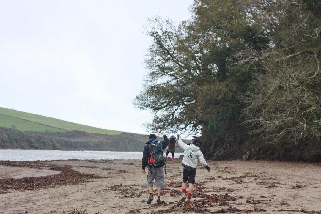 sunday-morning-stroll-beach-devon-13
